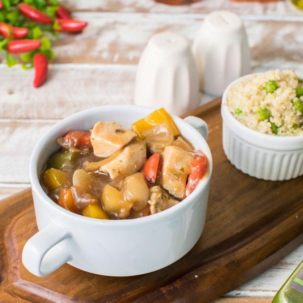 Lefit-Pratos-Saudáveis-Frango-Xadrez-com-Quinoa-Verde