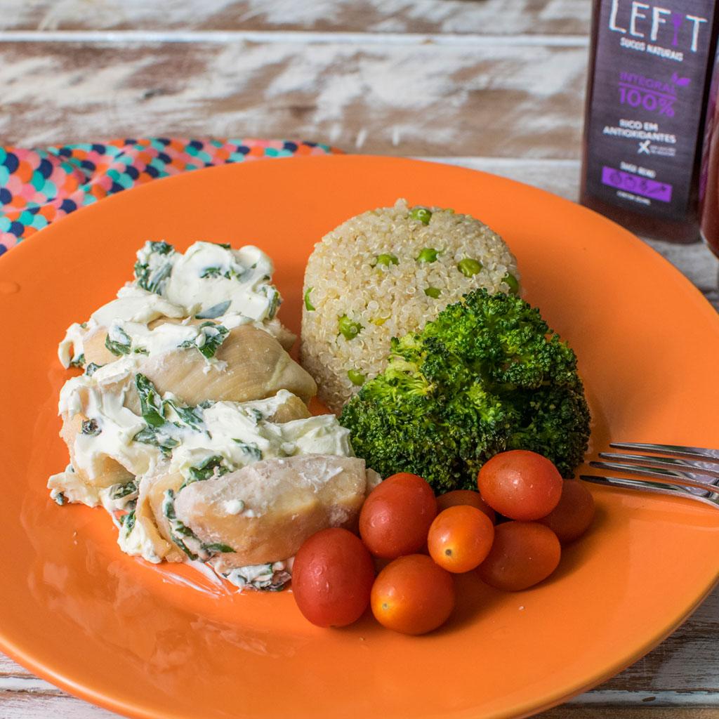 Lefit Pratos Saudáveis - Frango Recheado com Quinoa Verde e Brócolis