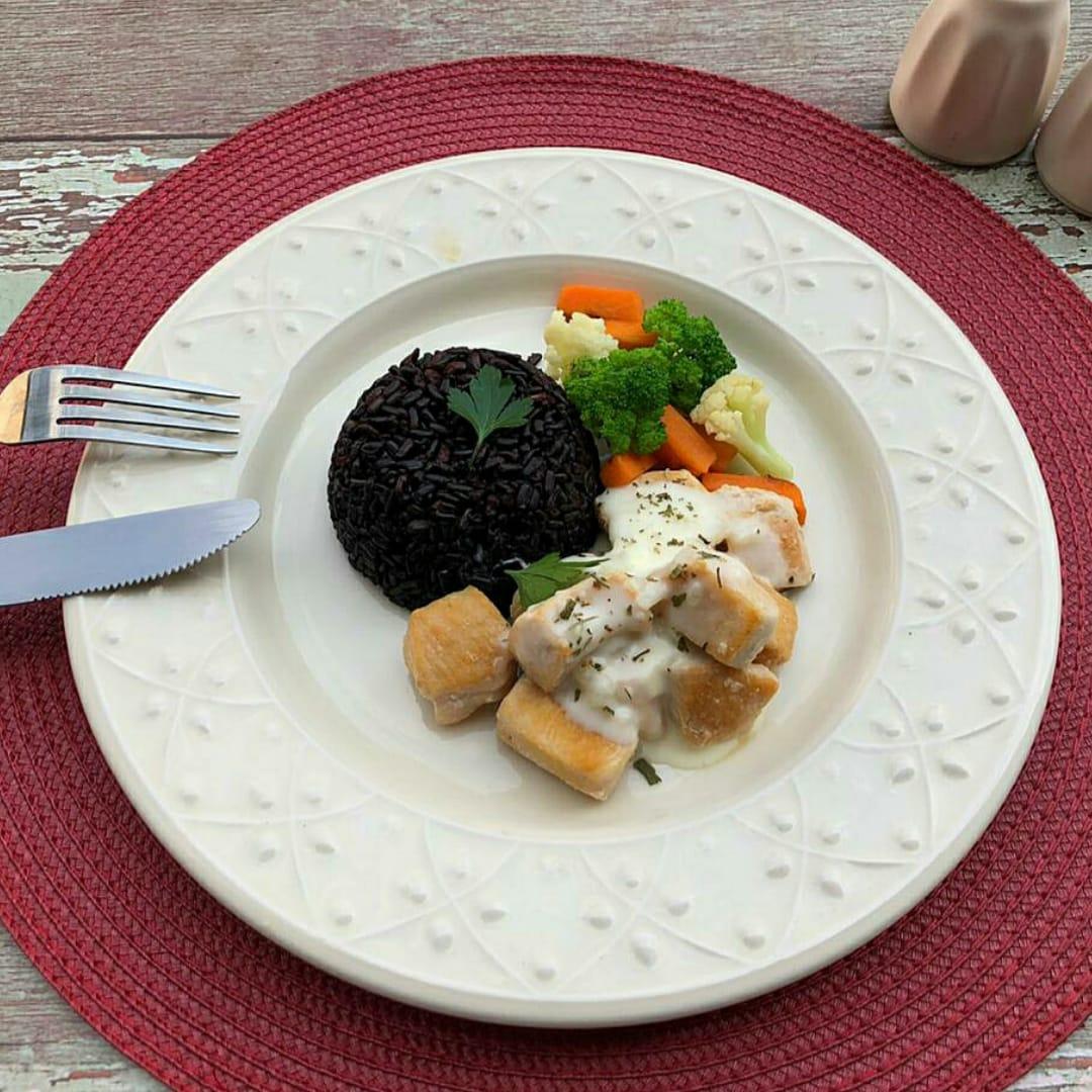 Lefit Frango ao molho branco light + arroz negro e legumes