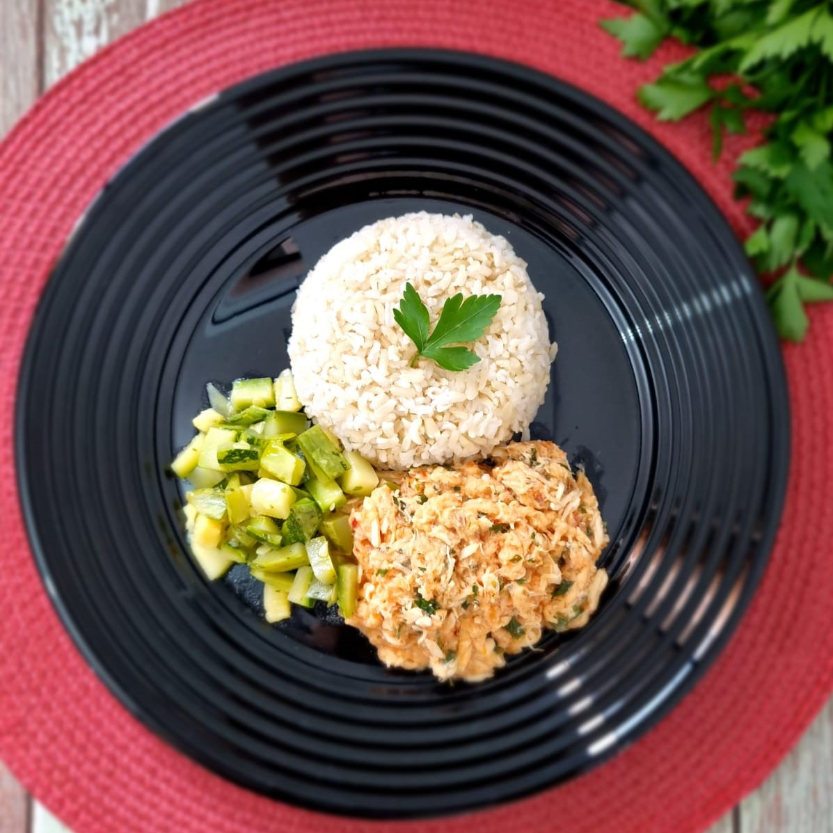 Frango com arroz integral e abobrinha LeFit Pratos Saudaveis